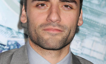Oscar Isaac on 'Star Wars: The Force Awakens' Plot Theories and Flying that X-wing